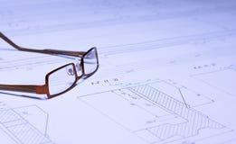 Gläser auf der Lichtpause Lizenzfreie Stockbilder