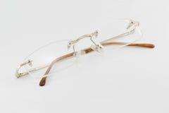 Gläser auf einem weißen Hintergrund Lizenzfreie Stockbilder