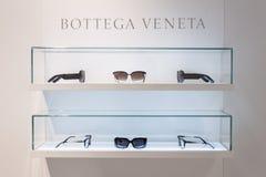 Gläser Bottega Veneta auf Anzeige bei Mido 2014 in Mailand, Italien Lizenzfreie Stockfotos