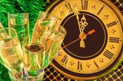 Gläser Champagner auf Des Sylvesterabends Lizenzfreie Stockfotos