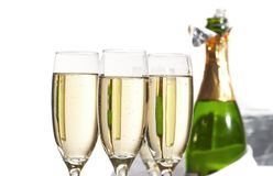 Gläser Champagner, Geschenke Stockfotografie