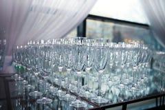 Gläser Champagner und Wein Stockbilder