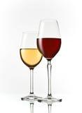 Gläser des roten und weißen Weins Stockfotografie