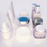 Gläser Gesichtscreme auf hellgrauem Hintergrund mit reflec Lizenzfreies Stockfoto