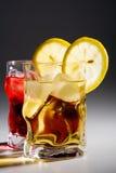 Gläser mit einem Cocktail Stockbilder