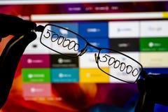 Gläser mit einer Aufschrift lizenzfreie stockfotos