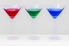 Gläser mit farbigen Flüssigkeiten Stockfotos