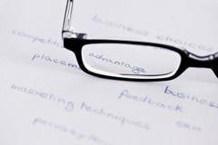 Gläser mit Fokus auf Wettbewerbsvorteil Lizenzfreies Stockfoto