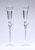 Gläser mit funkelnder Flüssigkeit Stockfoto