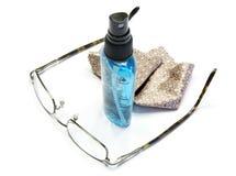 Gläser mit Reinigungsmittel lizenzfreies stockbild