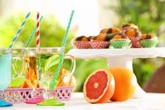 Gläser mit verschiedenen Arten der Limonade Lizenzfreies Stockfoto