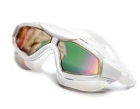 Gläser, schwimmende Maske, mit einer Blendschutzbedeckung. Schließen Sie oben auf einem weißen Hintergrund Stockbilder