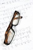 Gläser und Berechnungen lizenzfreies stockbild