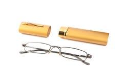 Gläser und Fall auf einem weißen Hintergrund. Stockfotografie