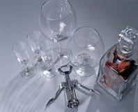 Gläser und Korkenzieher Stockbild