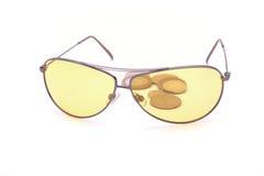 Gläser und Münzen Lizenzfreie Stockfotos