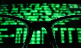 Gläser und Monitor Stockfoto