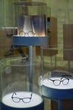 Gläser und und ein Buch Stockfotografie