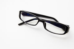 Gläser am weißen Hintergrund stockfotografie