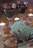 Gläser Wein auf dem Tisch Stockbilder