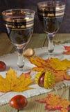 Gläser Wein auf dem Tisch Lizenzfreie Stockfotos