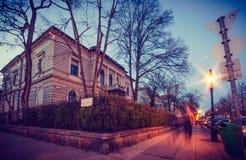 Glättung des Gehens durch Budapest-Stadt lizenzfreie stockbilder