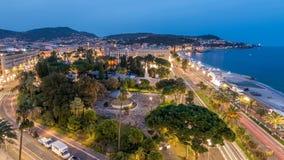 Glättung des Luft- Panoramas des schönen Tages zum Nacht-timelapse, Frankreich Beleuchtete alte Stadtkleine Straßen und -Ufergege stock footage