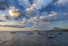 Glättung von Art auf Booten in einer Lagune Lizenzfreie Stockfotografie