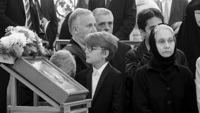 Gläubiger an der aller Heilig-Kirche in Straßburg Eglise orthodox stock footage
