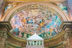 A glória do ` do fresco do ` de Agatha de Saint por Perugino na abside da igreja do dei Goti de Agata do ` de Sant, em Roma, Itál imagem de stock