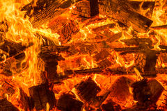 Glöd från brinnande wood paletter Royaltyfria Bilder