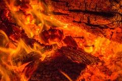 Glöd från brinnande wood paletter Royaltyfria Foton