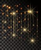 Glöd isolerade guld- genomskinlig effekt, linssignalljuset, explosion, blänker, fodrar, solexponeringen, gnistan och stjärnor För arkivfoto