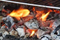 Glöd och brand - främre sikt och horisontal Arkivbilder