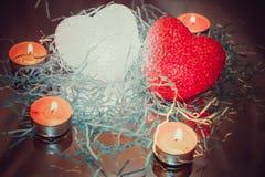 Glödande hjärtor och stearinljus Fotografering för Bildbyråer