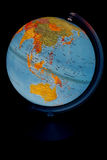 Glödande jordklot på en svart bakgrund Arkivbilder