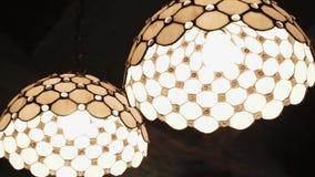 Glödande lampa i videoen för ljuskronanärbildultrarapid