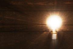 glödande lightbulb Arkivbilder