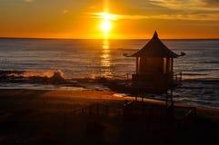 Glödande soluppgång arkivfoton