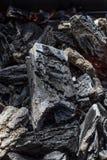 Glödande svart slut för koltexturbakgrund upp royaltyfri bild