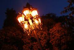 Glödande tappninggataljus med fem ljus Arkivfoton