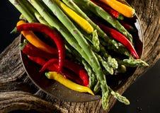 Glödhet chili och sparris Royaltyfri Foto