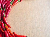 Glödhet chili på den wood plattan Royaltyfri Fotografi