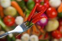 Glödheta chilipeppar på gaffel Arkivbilder