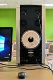 Glödtrådspole som installeras på baksida av skrivaren 3D Ny teknik för tillverkande delar Royaltyfria Foton