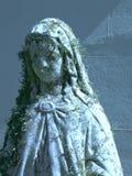 Glömd helgonlik staty i ro Royaltyfria Foton