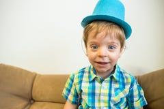 glück Glücklicher Junge Lachendes Kinderporträt lizenzfreies stockfoto