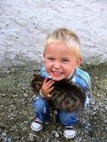 Glück ist ein neues Kätzchen lizenzfreies stockbild