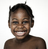 Glück-Porträttrieb des afrikanischen Jungen lächelndes Lizenzfreie Stockfotos
