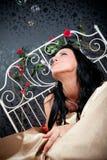 Glückfrauen auf Weinlesebett Lizenzfreie Stockbilder